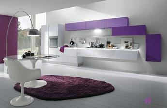 Elegantné fialové prevedenie kuchyne