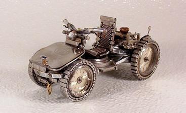 Mitriy Khristenko-umelec vytvára miniatúrne repliky motocyklov a iných vozidiel, to všetko postavené výhradne z recyklovaných častí náramkové hodinky.