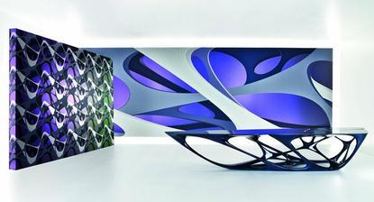 Dizajnér a architekt Zaha Hadid navrhol štyri kolekcie pre známe švajčiarske steny pokrýva výrobcu Marburg. Sú strie, Elastik, Cellular, a krúživým pohybom. Marburg je známa firma s viac než sto rokov skúseností vytvorením a rozvojom moderných tapiet