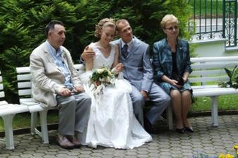 Novomanželé s maminkou ženicha a tátou nevěsty