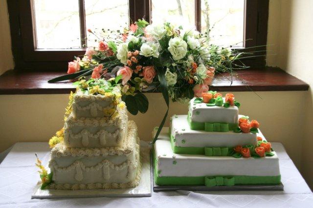Anna Žipajová{{_AND_}}Roman Drobňák - hlavna torta je ta v pravo, a chutovo bola uplne uzasna