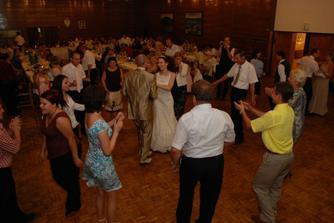 v zápale tanca (ďakujeme všetkým, ktorí sa s nami dobre zabavili)