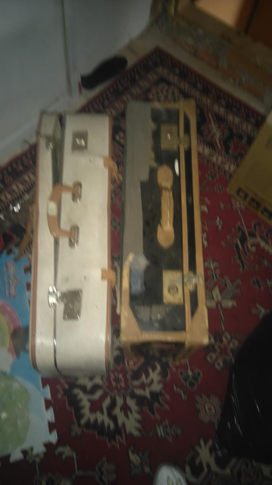 """Výzdoba v štýle a la """"babička"""" alebo čo mám naskreckovane :-D - Konečne som sa vytrepala pre staré kufre na povalu..."""