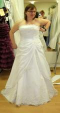 Nikdy jsem si nemyslela že by se mi líbili tak princeznovské šaty... ale připadala jsem si v nich kouzelně. Škoda že mi byly o dvě čísla menší. :-D