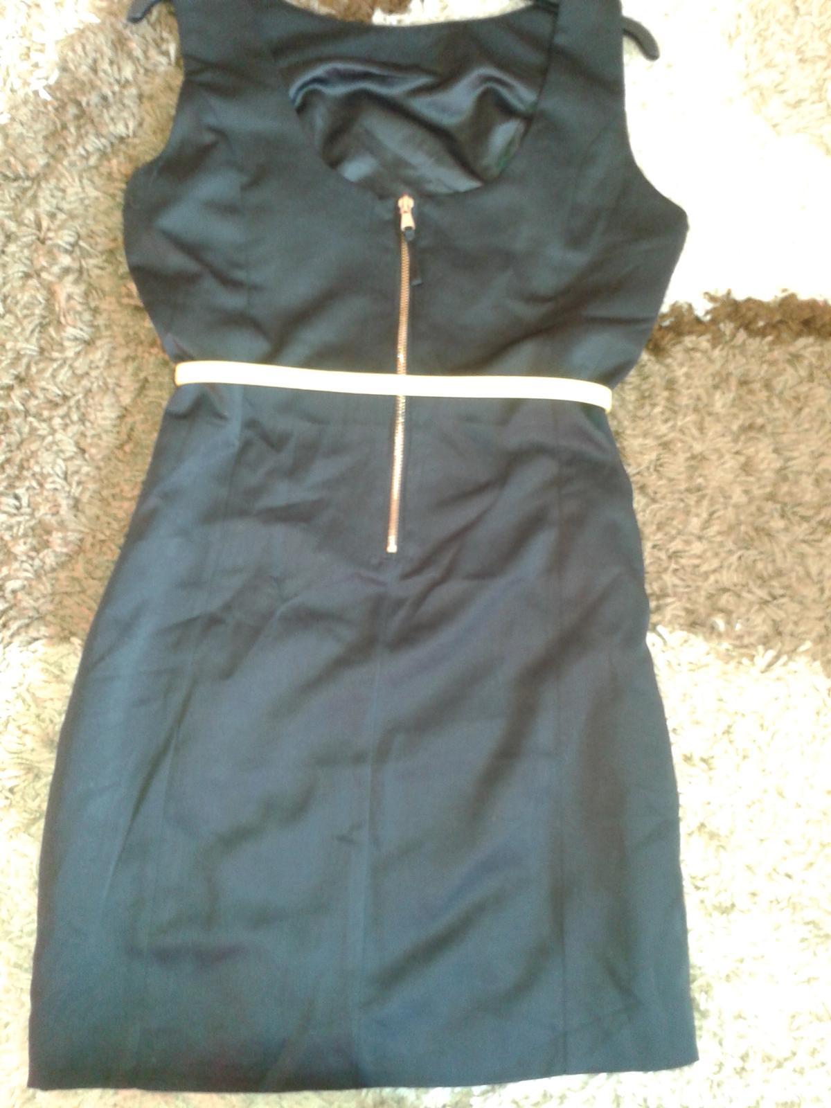 čierne puzdrove šaty - Obrázok č. 2