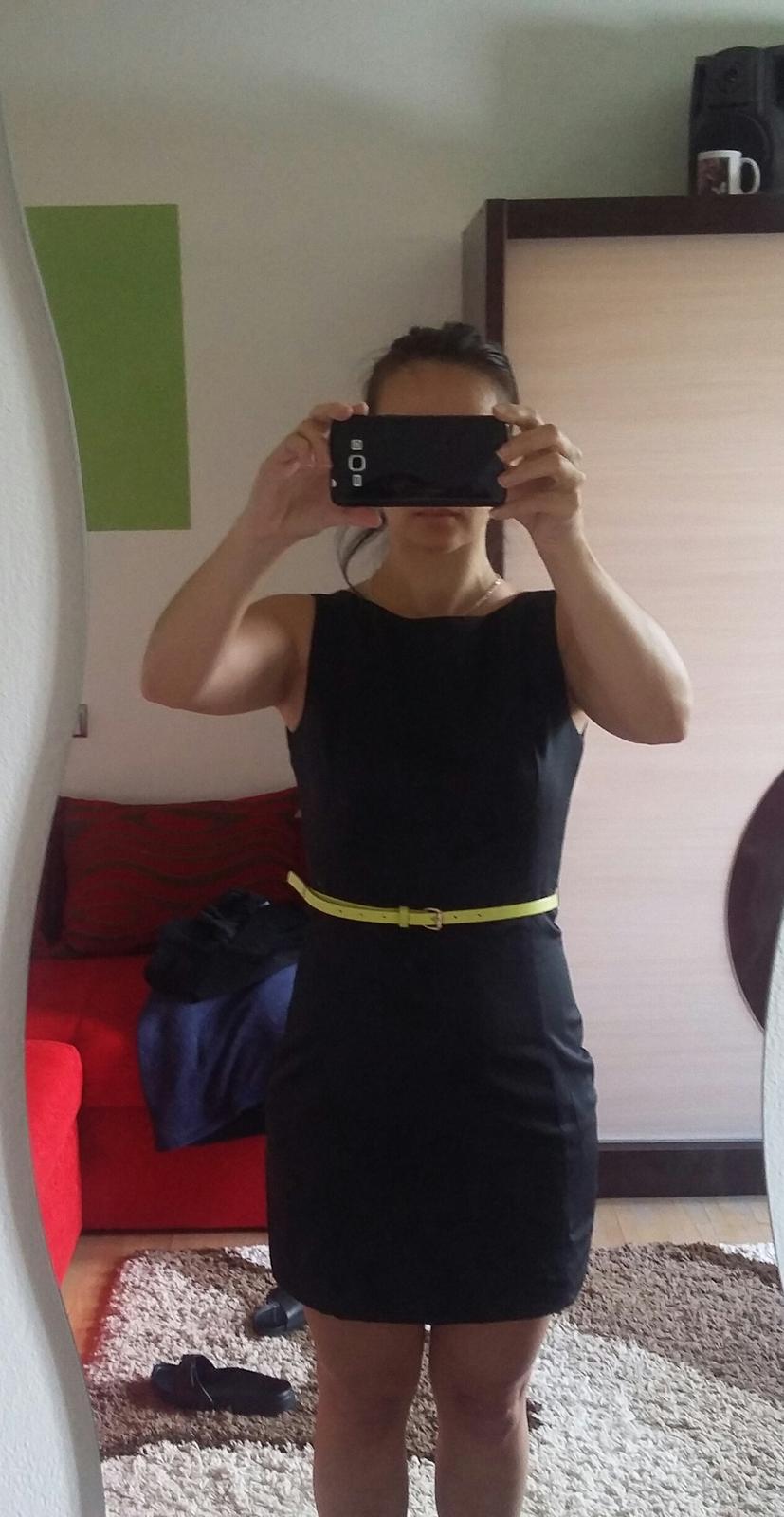 čierne puzdrove šaty - Obrázok č. 4