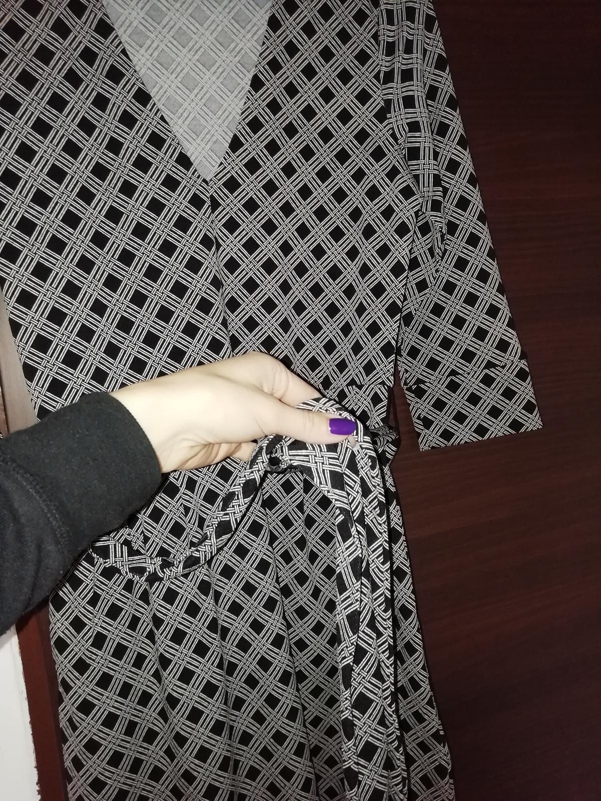 Šaty s opaskom a vreckami - Obrázok č. 3