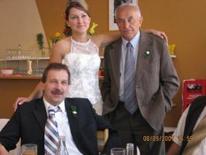 nevěsta s dědečkem a strejdou