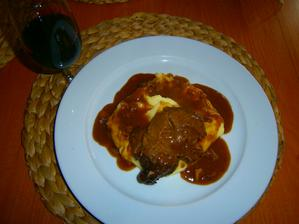 hovězí krk na červeném víně s kaší, recept z alberta :-)