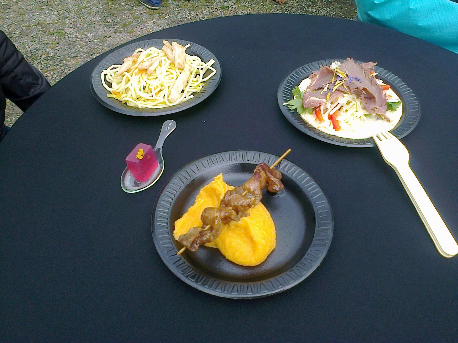 Hokus pokus v kuchyni - Dobroty z fresh festivalu, krajta na batátovém pyré, kýta ze zebry se zelným salátem na africkém chlebu, medailonky z krokodýla s nudlemi a cosmopolitan v kostce