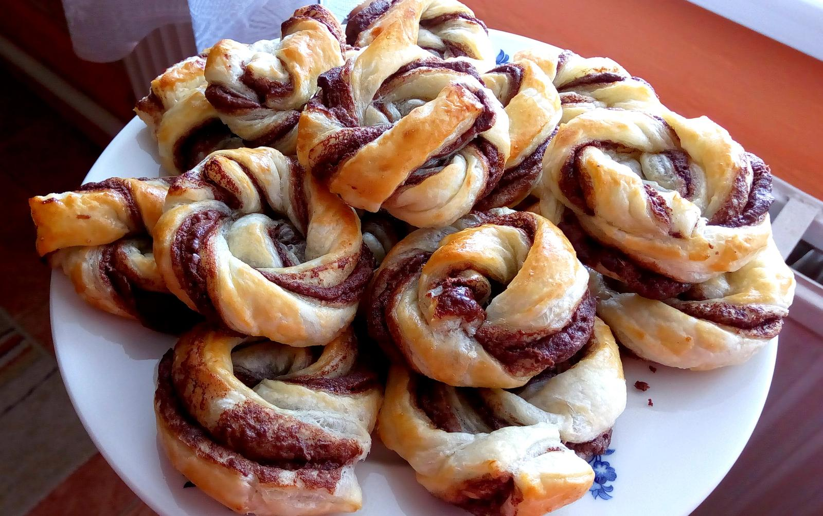 Hokus pokus v kuchyni - šneci z listového těsta s nutellou ... překvapení zítra do práce pro kolegy :-)