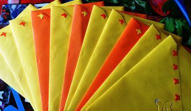 nalepeni motýlci a zalepené obálky - a teď už jen vhodit do schránky :)