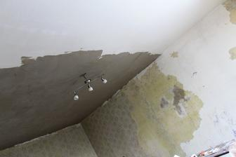začali sme stropom, najhoršou stenou