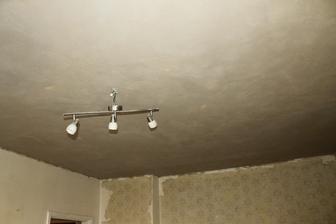 lampa nakoniec šla dole.. aj sa rozbila :) moja práca..
