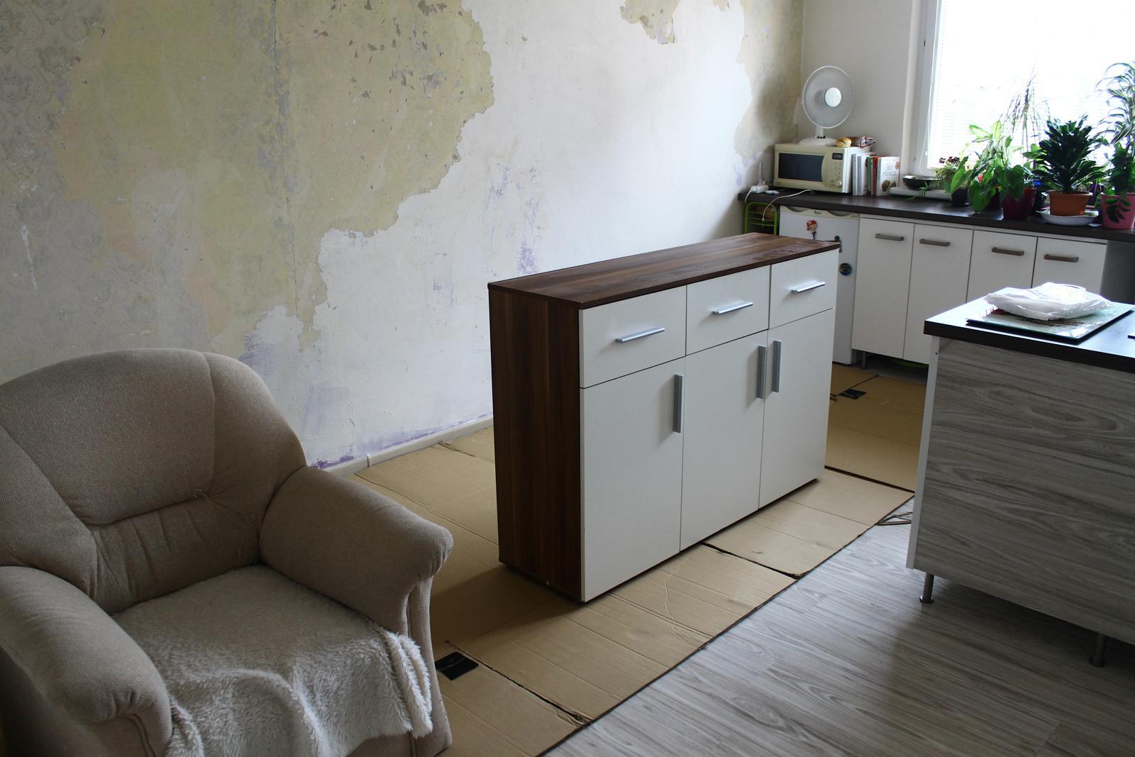 Prerábka - začali sme vypratávať izbu.. stena oproti bola obúchaná pár dni dopredu..