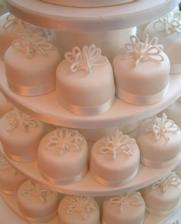 http://www.lvcc.co.uk/crown-wedding-cakes.asp