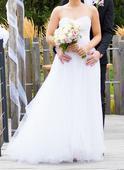 Tylové svatební šaty s ručně vyšívaným korzetem, 34