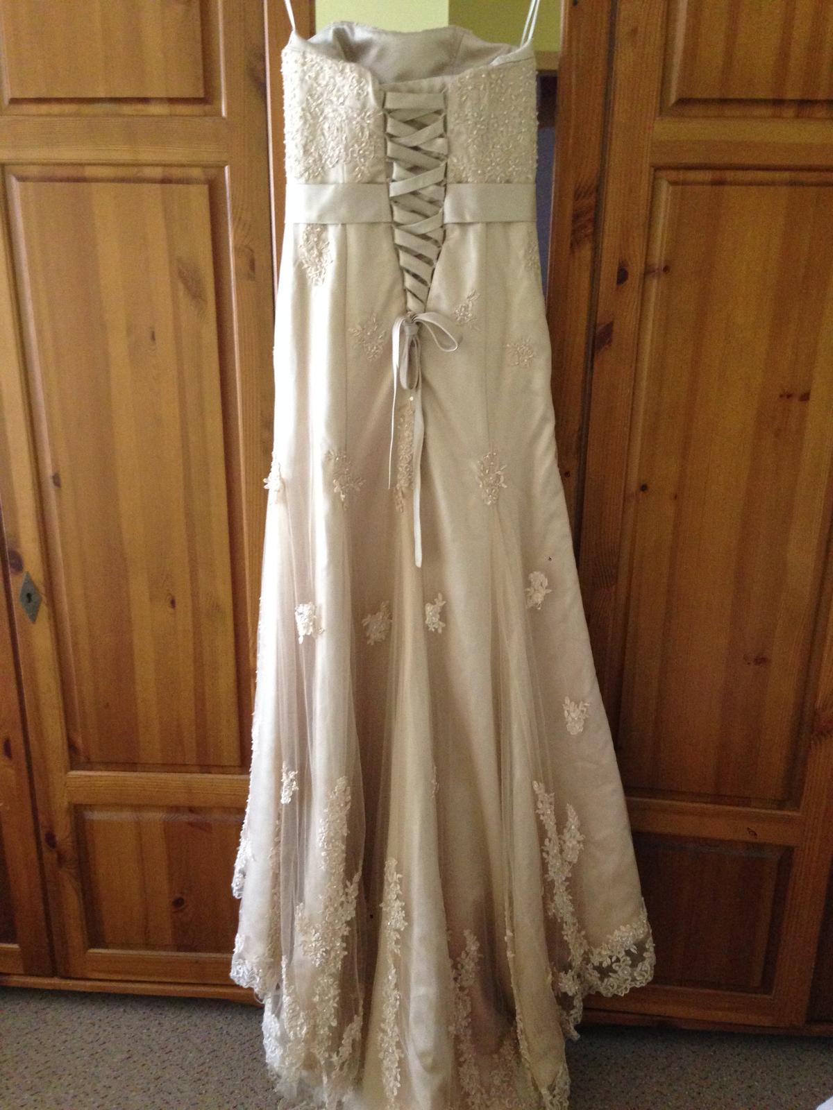 Netradiční svatební šaty - Obrázek č. 2