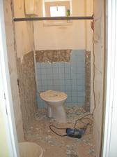 Zbořená spíž - hurá záchod bude mít samostatný vstup :-)