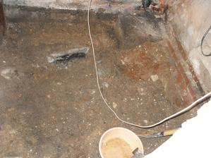 4. den - Dostatečně vybraná podlaha a snížená kanalizační šachta