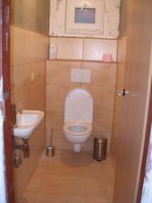 Dopojené umývátko a nové dveře