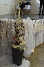 Vánoční zimní svatební výzdobu navrhla  a vytvořila paní Blanka Kaksová - Salon Caxa.