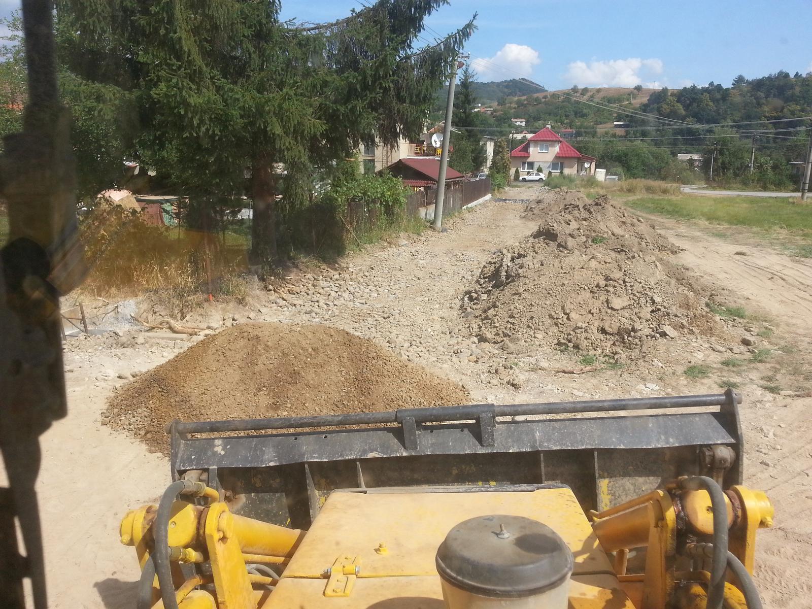 Pasívny dom svojpomocne - Prístupová cesta cca 80m