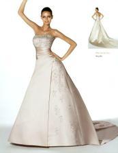 O měsíc později jsem si k svátku nadělila zamluvení šatů.Pomohlo mi Andělské svatební studio.