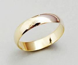 Přítele zaujaly dvoubarevné prstýnky.