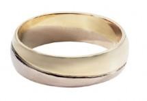 Původně jsme si mysleli, že se rozhodneme pro tento snubní prsten z Benetu.