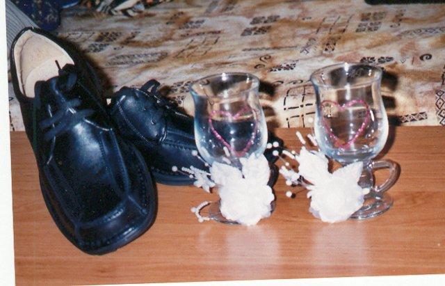 Odskúšané šaty a všetko doposiaľ - poháre a ženíchove topánky