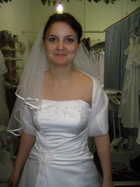 Odskúšané šaty a všetko doposiaľ - moje šaty - už vybraté, rezervované a zaplatené - zhodnoďte ich s tými prvými dvoma