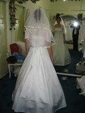 moje svadobné šaty - ale iný závoj
