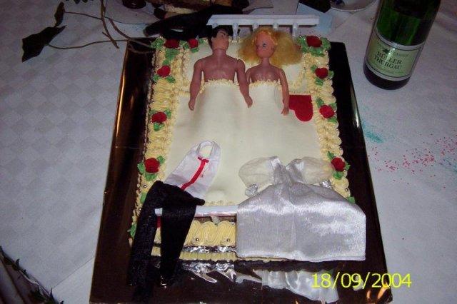 Odskúšané šaty a všetko doposiaľ - táto torta je super! To nemá chybu, a mala ju jedna baba v ten deň ako je uvedené na svadbe, super nie?
