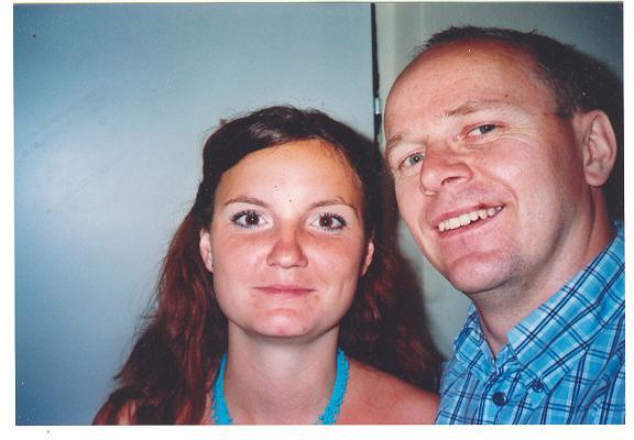 Svadba 27. augusta 2005 sa blíži! - to sme my dvaja ... skúšala som, ako budem vyzerať bez okuliarov. čo poviete?
