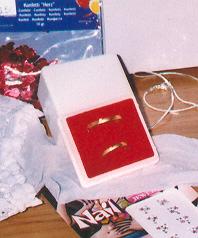 Svadba 27. augusta 2005 sa blíži! - naše jednoduché obrúčky