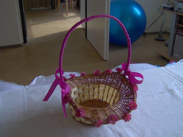 Košík pre družičku ... šaty bude mať presne v takejto istej ružovej farbe