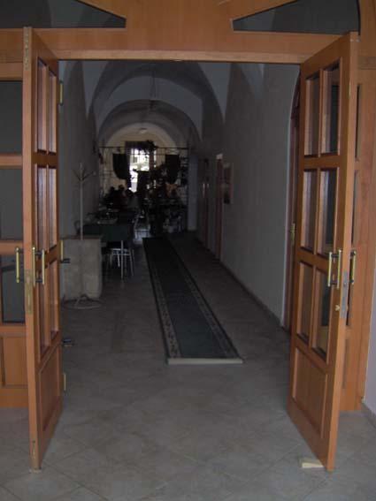 Svadba 27. augusta 2005 sa blíži! - vstup do reštiky, kde bude svadobná hostina