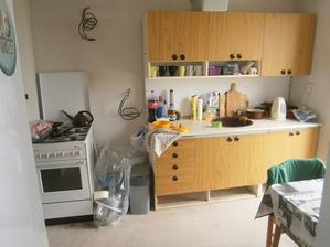 Tak tady budeme vařit po celé prázdniny. Koupelku jsme taky neměli ...takže bude sloužit i k mytí zubů apod.