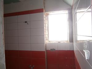 Naše koupelna v době nastěhování.... ani okno není