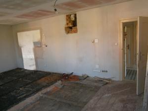 a aby toho nebylo málo, vyrvali jsme ještě v jídelně a obýváku podlahy / po nastěhování /