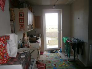 začínáme vyklízet kuchyň ...mám z toho hrůzu.... jak já budu vařit? kde a jak dlouho ?!?
