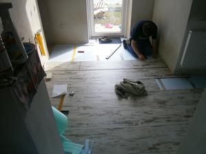 začínáme podlahou :-)