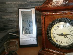 včera ...venku 40st. na sluníčku u okna .....a doma 19st.