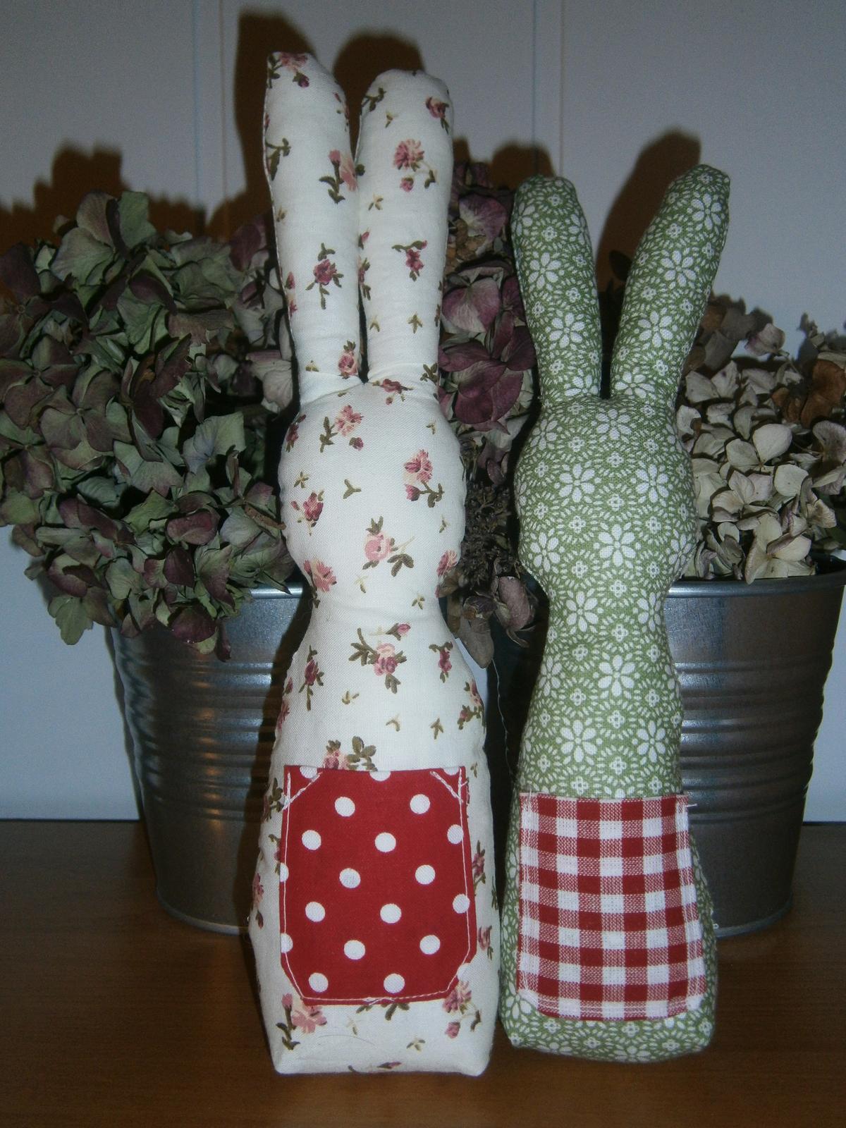 Šije šije  .....i háčkuje .... iiiviii :-) - kámoši zajíčkové na velikonoce ;-)