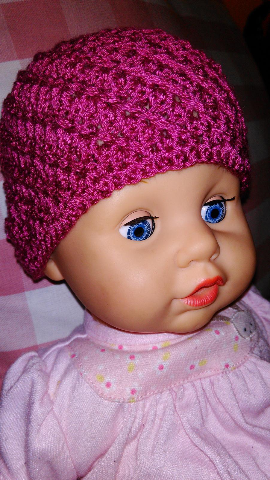 Šije šije  .....i háčkuje .... iiiviii :-) - a jedna pro panenku ;-)