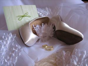 prstienky, topánky, oznamko, pierka :)