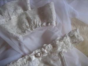 spodné prádlo, podprsenku nebudem mať :)