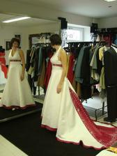a svadobné :) v prvom salóne, prvé šaty :)