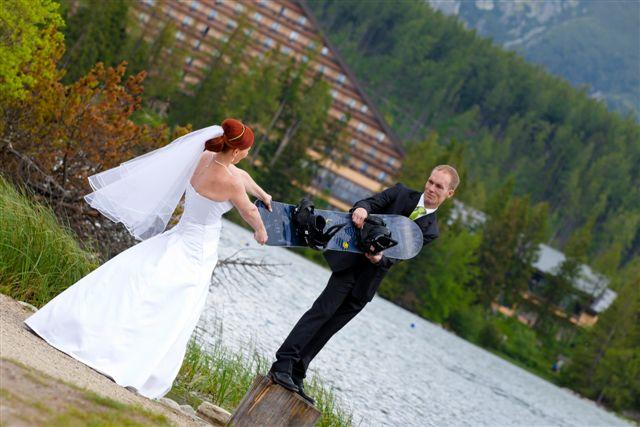 Petra {{_AND_}}Martin - Vášnivý snowboardista sa nezaprie ani na svadobných fotkách :-)